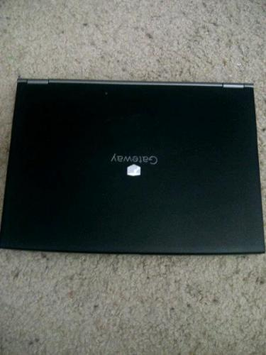 Vendo laptop negra Gateway Windows XP Usada - Imagen 1